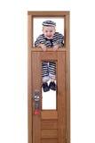 Weinig jongen veroordeelt binnen kleren Stock Foto