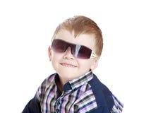 Weinig jongen in zonnebril Royalty-vrije Stock Afbeelding