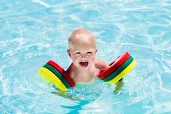 Weinig jongen in zwemmend kostuum stock afbeeldingen