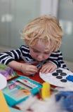Weinig jongenskleuring binnen Royalty-vrije Stock Foto
