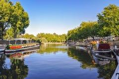 Weinig kanaal van Venetië op Londen Stock Foto