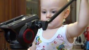 Weinig Kind die Driepoot ontdekken 4K UltraHD, UHD stock footage