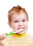 Weinig kind met tandtandenborstel het borstelen tanden royalty-vrije stock foto's