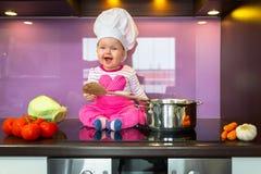 Weinig kok van het babymeisje Stock Foto