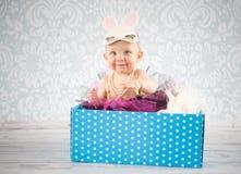 Weinig konijntje in de doos Royalty-vrije Stock Foto's