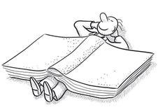 Weinig mens en boek Stock Afbeeldingen