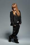 Weinig modieus meisje in zwart kostuum royalty-vrije stock fotografie