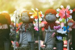 Weinig monniksstandbeeld in Zojoji-tempel royalty-vrije stock foto