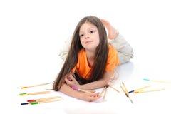 Weinig mooi meisje trekt potloden. Stock Foto
