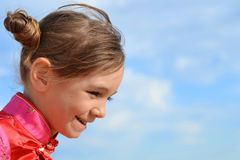 Weinig mooie meisjesglimlachen Royalty-vrije Stock Foto