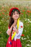 Weinig Oekraïens meisje bidt voor vrede Royalty-vrije Stock Afbeelding