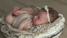 Weinig pasgeboren baby stock footage
