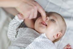 Weinig pasgeboren baby stock foto's