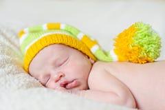 Weinig pasgeboren slaap Stock Foto