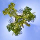 Weinig planeet Sferische 360 van de naadloze panoramagraden mening in S Stock Foto's