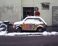 Weinig Poolse auto in Krakau stock afbeelding