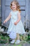 Weinig prinseskleding stock foto