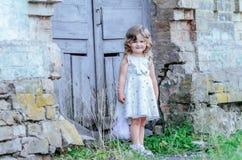 Weinig prinseskleding stock afbeelding
