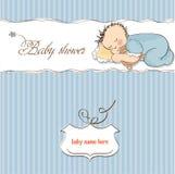 Weinig slaap van de babyjongen met zijn teddybeer Stock Afbeeldingen