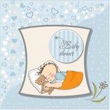 Weinig slaap van de babyjongen met zijn teddybeerstuk speelgoed Stock Foto