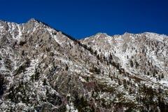 Weinig sneeuw in de bergen van Meer Tahoe royalty-vrije stock fotografie