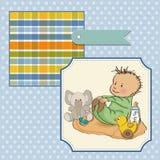 Weinig spel van de babyjongen met zijn stuk speelgoed Royalty-vrije Stock Afbeeldingen