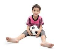 Weinig speler van de de voetbalsport van de jongensholding Stock Fotografie