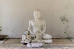 Weinig standbeeld van Boedha stock foto