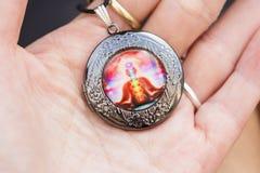 Weinig tegenhangerjuwelen met esoterisch ontwerp stock fotografie