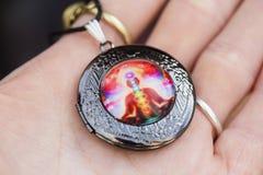 Weinig tegenhangerjuwelen met kleurrijk esoterisch ontwerp stock afbeeldingen