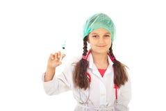 Weinig toekomstige arts met spuit Royalty-vrije Stock Fotografie