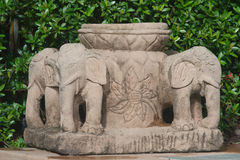 Weinig ton met olifantsbasis stock afbeelding