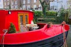 Weinig Veneti? Vastgelegde Rode Woonboot Londen het UK royalty-vrije stock afbeelding