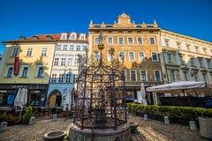 Weinig vierkant in Praag, Tsjechische Republiek Royalty-vrije Stock Foto's