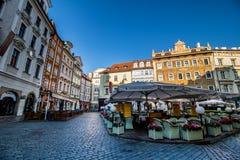 Weinig vierkant in Praag, Tsjechische Republiek Stock Foto's