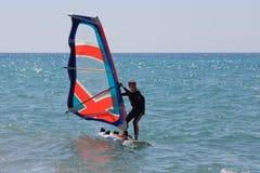Weinig windsurfer royalty-vrije stock foto