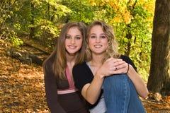 Weinig-zuster met groot-Zuster Stock Fotografie