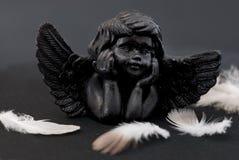 Weinig zwarte engel stock foto