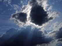 Weinig zwarte wolk Stock Foto's