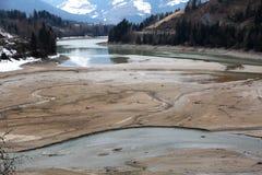 Weinigen water van Valdaora-Meer in Noordelijk Italië dichtbij stad van Mongue Stock Foto's