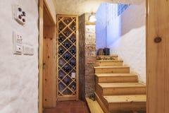 Weinkeller in einem Haus Lizenzfreies Stockbild