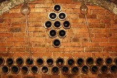 Weinkeller mit sehr alten Weinen Stockfotografie