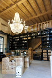 Weinkellerei in St. Emilion Stockbild