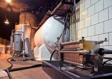 Weinkellereiproduktionsausrüstung stockbild