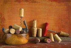 Weinkorken und -korkenzieher, lizenzfreie stockfotografie