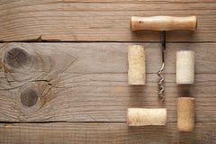 Weinkorken und -korkenzieher lizenzfreie stockfotografie