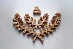 Weinkorken winden abstrakte Zusammensetzung auf weißem Hintergrund stockfoto
