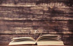 Weinlese-alte Bücher Stockfotos