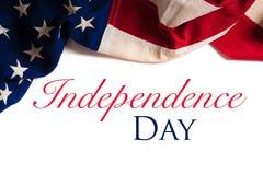Weinlese-amerikanische Flagge auf Weiß mit Kopienraum Stockfotos