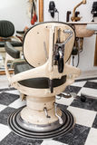 Weinlese antike Barber Chair Stockbilder